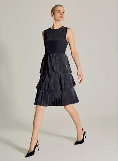 NGSTYLE Eteği Geniş Pilili Midi Elbise Siyah